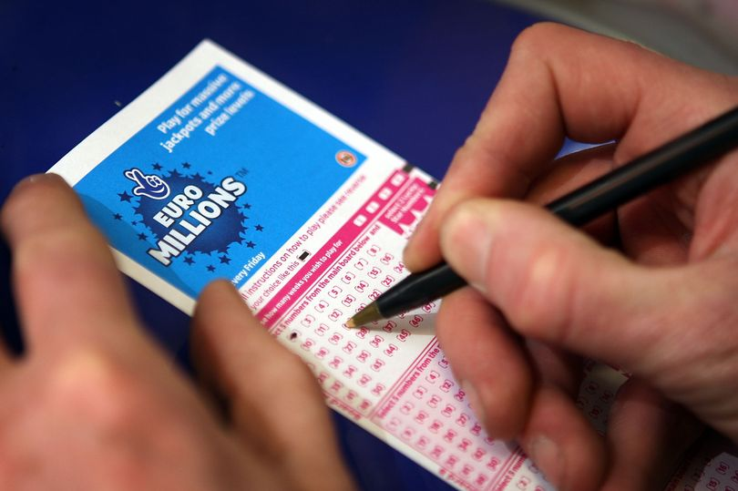 7_national-lottery-euromillions-ticket